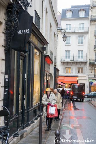 パリにぶらさがる大きなちょうちん?!_c0024345_65325100.jpg