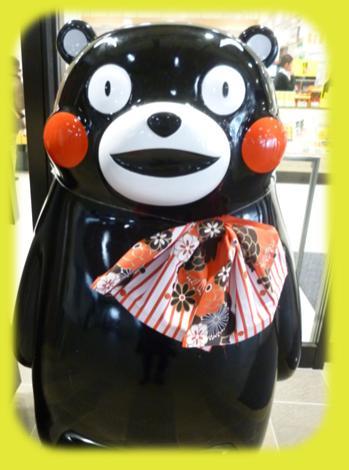 熊本駅のくまモン像♪_b0228113_1621198.jpg