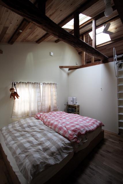 空堀の家/住宅リノベーション/2階寝室のようすです。_d0111714_1324195.jpg