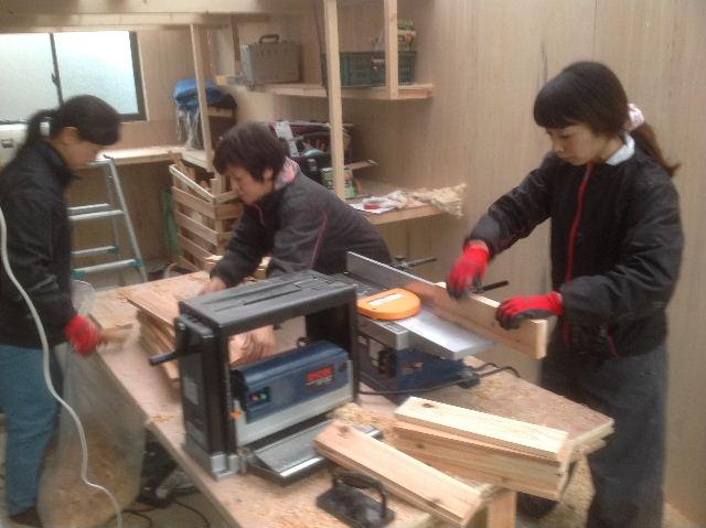 チラシ準備と木工教室準備_f0031037_20562919.jpg