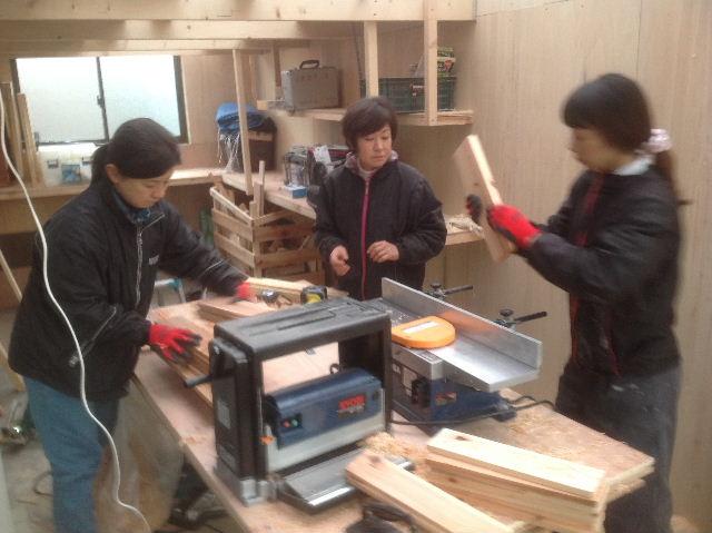 チラシ準備と木工教室準備_f0031037_20563571.jpg