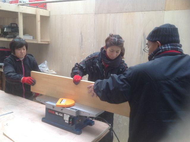 チラシ準備と木工教室準備_f0031037_20565219.jpg