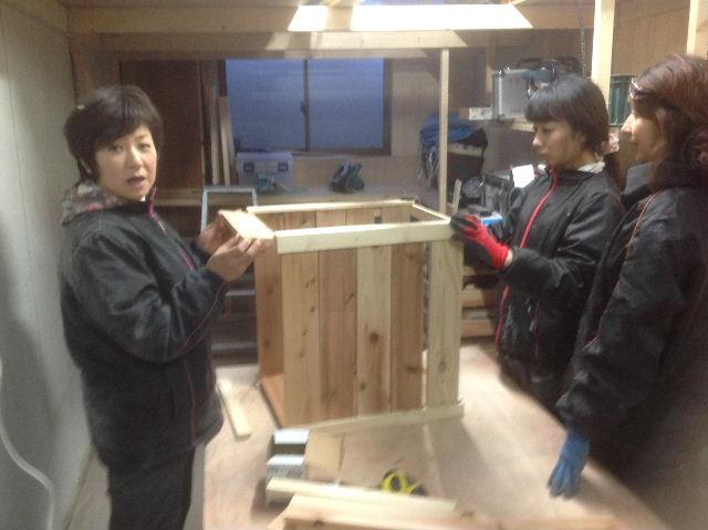 チラシ準備と木工教室準備_f0031037_20574655.jpg