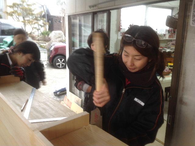 チラシ準備と木工教室準備_f0031037_2115216.jpg