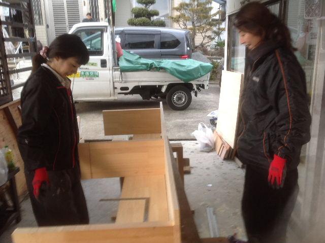 チラシ準備と木工教室準備_f0031037_211584.jpg