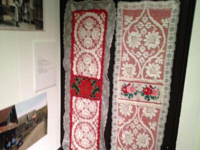 イーラーショシュとカロタセグのきらめく伝統刺繍展_d0226963_13433750.jpg