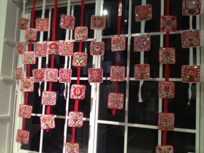イーラーショシュとカロタセグのきらめく伝統刺繍展_d0226963_13433876.jpg