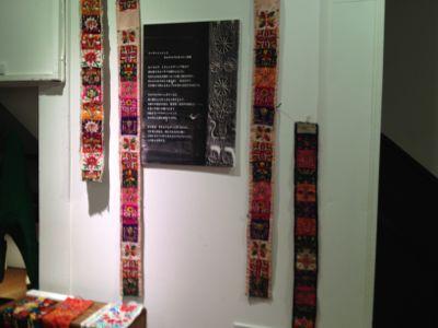 イーラーショシュとカロタセグのきらめく伝統刺繍展_d0226963_13433935.jpg