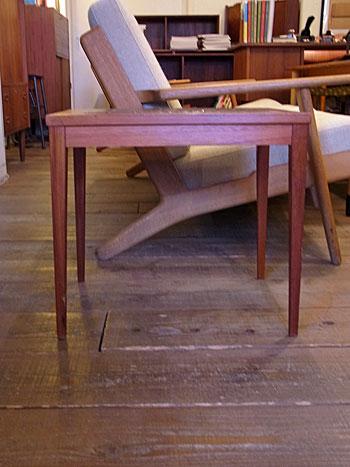 side table_c0139773_1746396.jpg