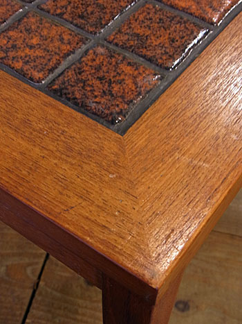 side table_c0139773_1747030.jpg