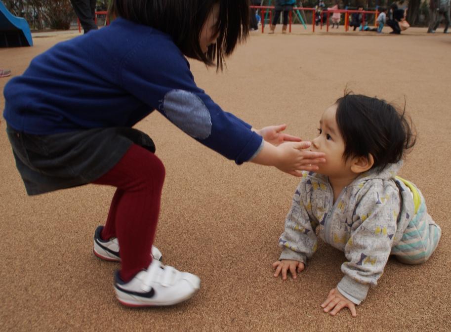 上に4本、下に2本、歯が6本生えています。公園では知らないお姉さんに逆ナンされました。_f0006713_22310302.jpg