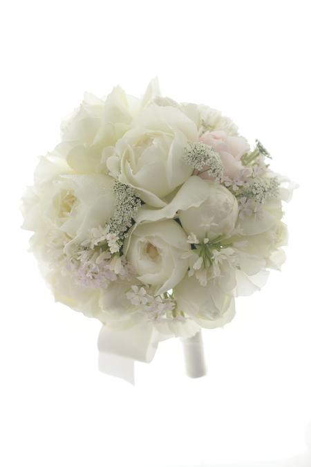 ラウンドブーケ  帝国ホテル様へ 白バラで 雪のドレスに_a0042928_2225575.jpg