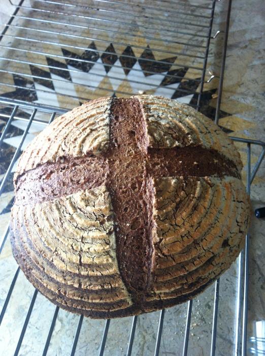 金曜日、土曜日のパンの販売_b0057979_01034018.jpg
