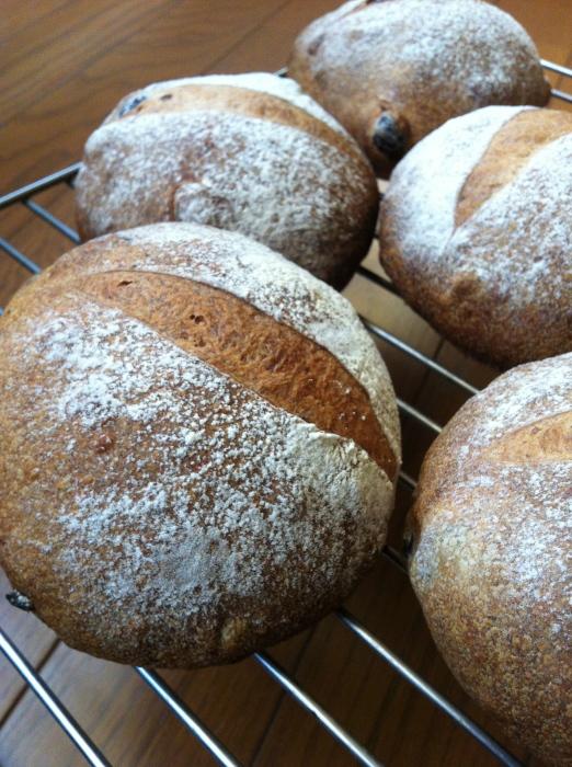 金曜日、土曜日のパンの販売_b0057979_01063825.jpg