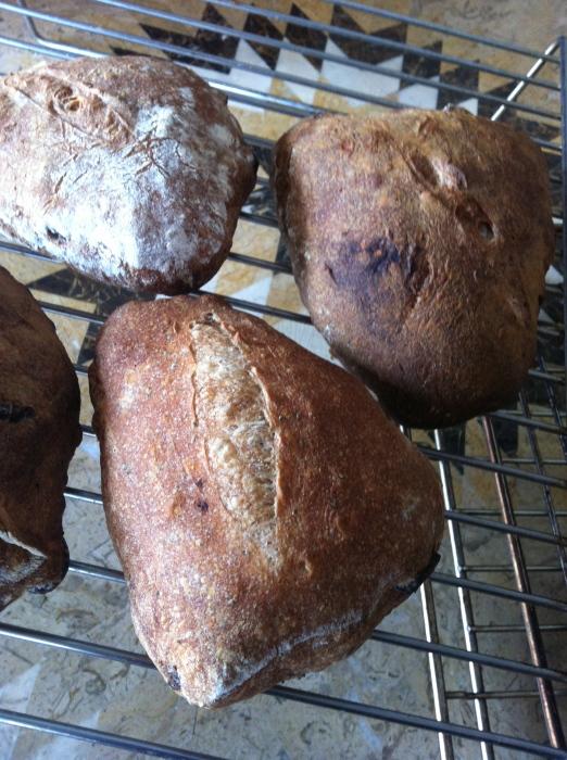 金曜日、土曜日のパンの販売_b0057979_01070498.jpg