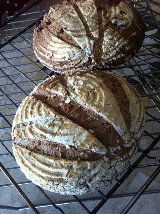 金曜日、土曜日のパンの販売_b0057979_01073999.jpg