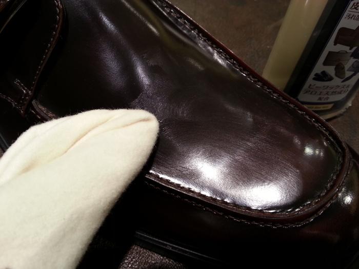 ガラス仕上げや顔料仕上げの靴にはクリームエッセンシャルを_b0226322_20504034.jpg