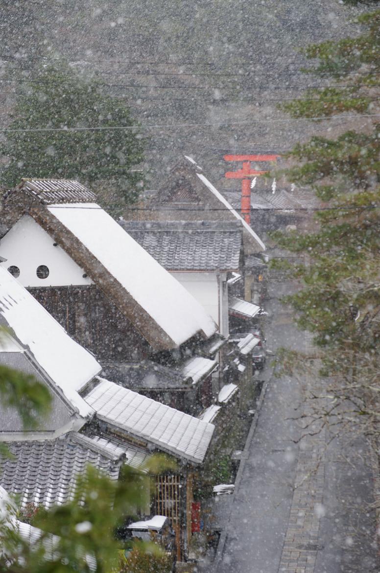 雪の鳥居本..._f0152550_23204818.jpg