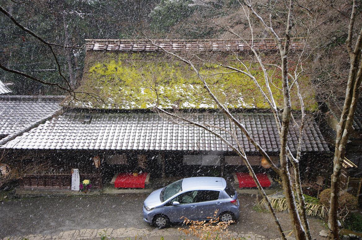 雪の鳥居本..._f0152550_23213635.jpg