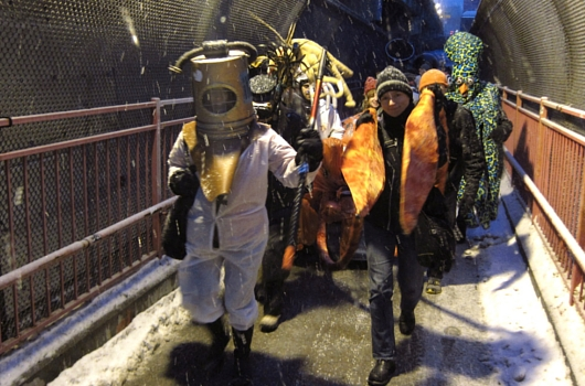 NYの仮装ショッピングカート・レース Idiotarod 2014_b0007805_11134454.jpg