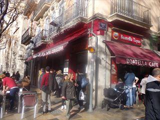 市場裏のバル@Valencia_e0120938_04143863.jpg
