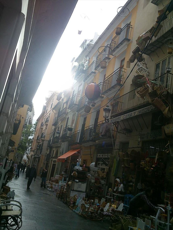市場の周り@Valencia_e0120938_05464030.jpg