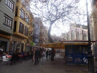 市場の周り@Valencia_e0120938_05464056.jpg