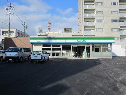 早苗町のファミマ_e0159249_1637786.jpg