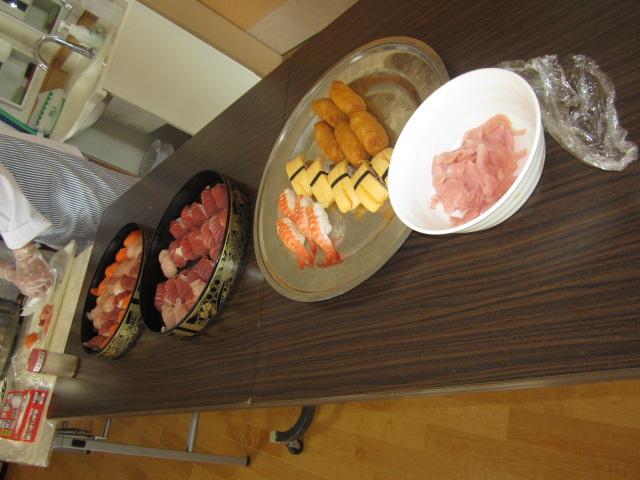 「みんなで昼食会~お寿司バイキング~」_e0191174_1595720.jpg