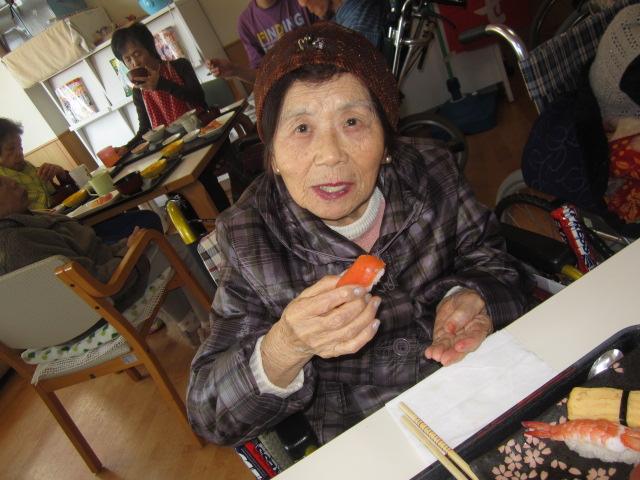 「みんなで昼食会~お寿司バイキング~」_e0191174_204380.jpg