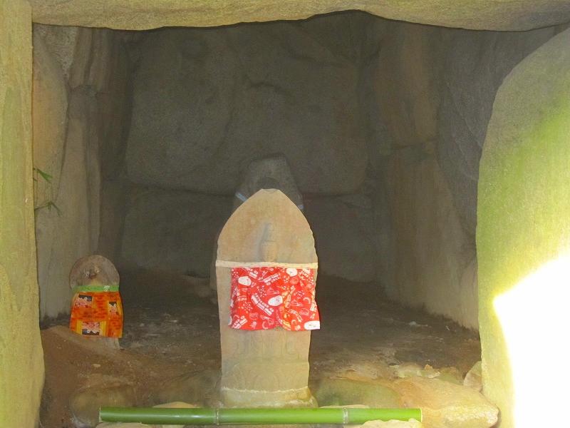 安倍文殊院にある『西古墳』『東古墳』_e0237645_11245033.jpg