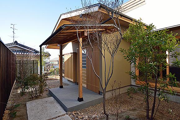 今年最初の見学会「二世帯住宅リノベーション住まい手さん宅見学会」_e0164563_1154722.jpg