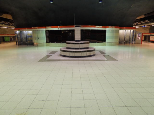 ヘルシンキの地下鉄 副題:サイホクの話_f0189467_23554121.jpg