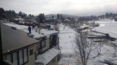 屋根の雪下ろし決行。_d0182179_15475623.jpg