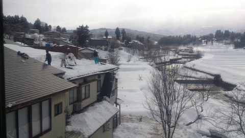 屋根の雪下ろし決行。_d0182179_15484485.jpg