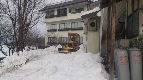 屋根の雪下ろし決行。_d0182179_18321138.jpg
