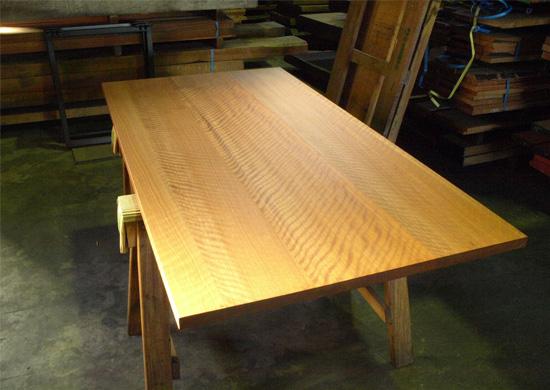 ニヤトー杢テーブル、その後_e0115686_17344219.jpg