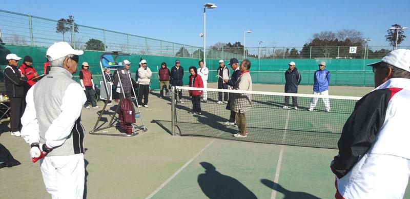 今日も元気なシニアテニスクラブ会員_b0114798_1605362.jpg
