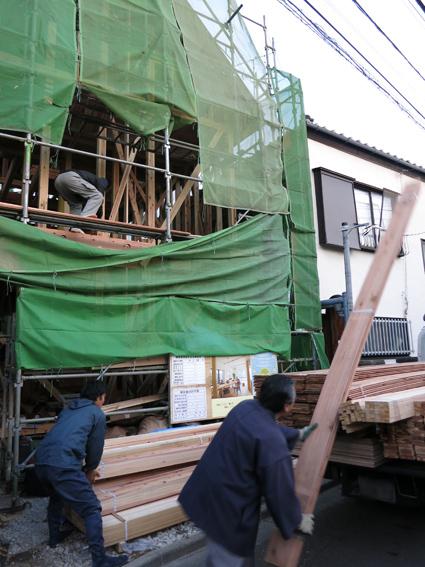 現場の進捗と建材屋さん_a0148909_1002098.jpg