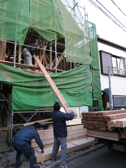 現場の進捗と建材屋さん_a0148909_1021556.jpg