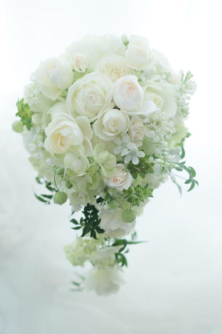 セミキャスケードブーケ 白のバラと小花で_a0042928_7162565.jpg