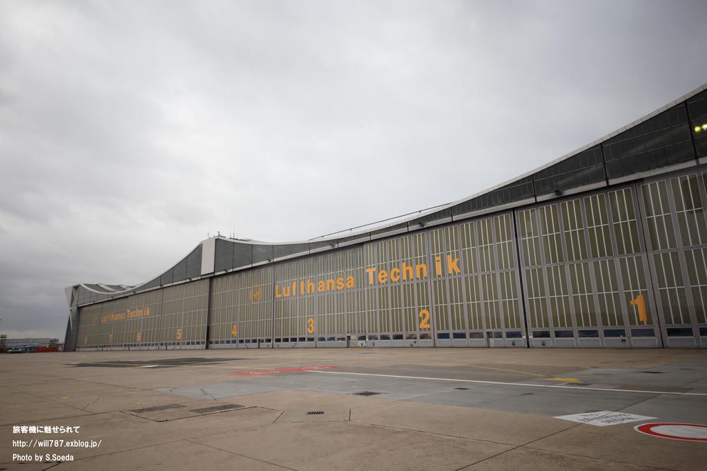 フランクフルト空港見学ツアー 車窓から_d0242350_11404717.jpg