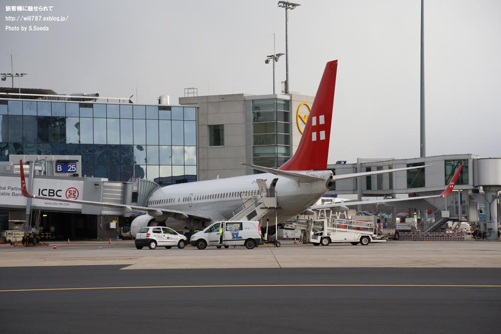 フランクフルト空港見学ツアー 車窓から_d0242350_11414686.jpg