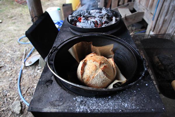 薪火でパン作り_f0258061_12574310.jpg