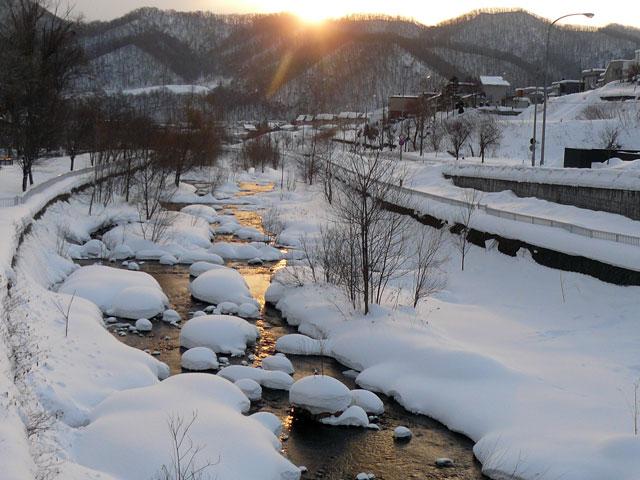朝日が川面を照らす_d0162994_8581057.jpg