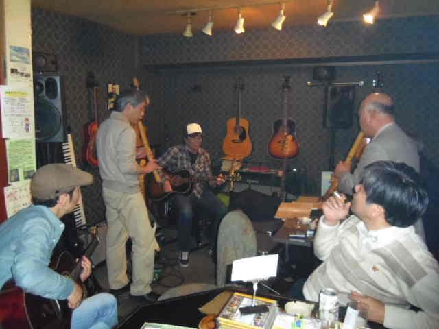 ギターと尺八のコラボ・・・ある夜のクロスロード_b0169403_1164076.jpg