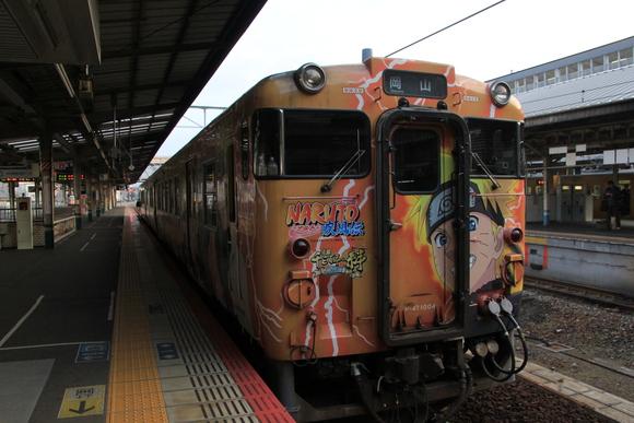 JR岡山駅にて NARUTO ラッピング列車_d0202264_546620.jpg