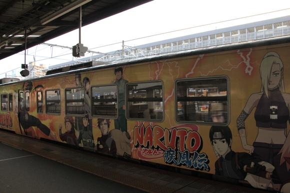JR岡山駅にて NARUTO ラッピング列車_d0202264_54782.jpg