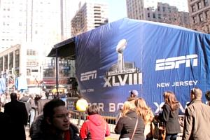 NYのスーパーボウル・ブルーバード、テレビ局の特設スタジオがずらり_b0007805_1847303.jpg