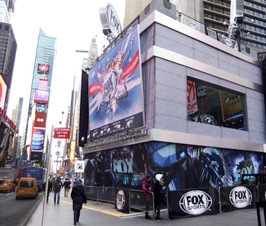 NYのスーパーボウル・ブルーバード、テレビ局の特設スタジオがずらり_b0007805_18482528.jpg